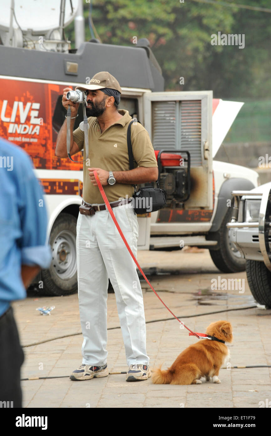 Photographer taking photos Taj Mahal hotel ; terrorist attack by Deccan Mujahedeen on 26th November 2008 in Bombay - Stock Image