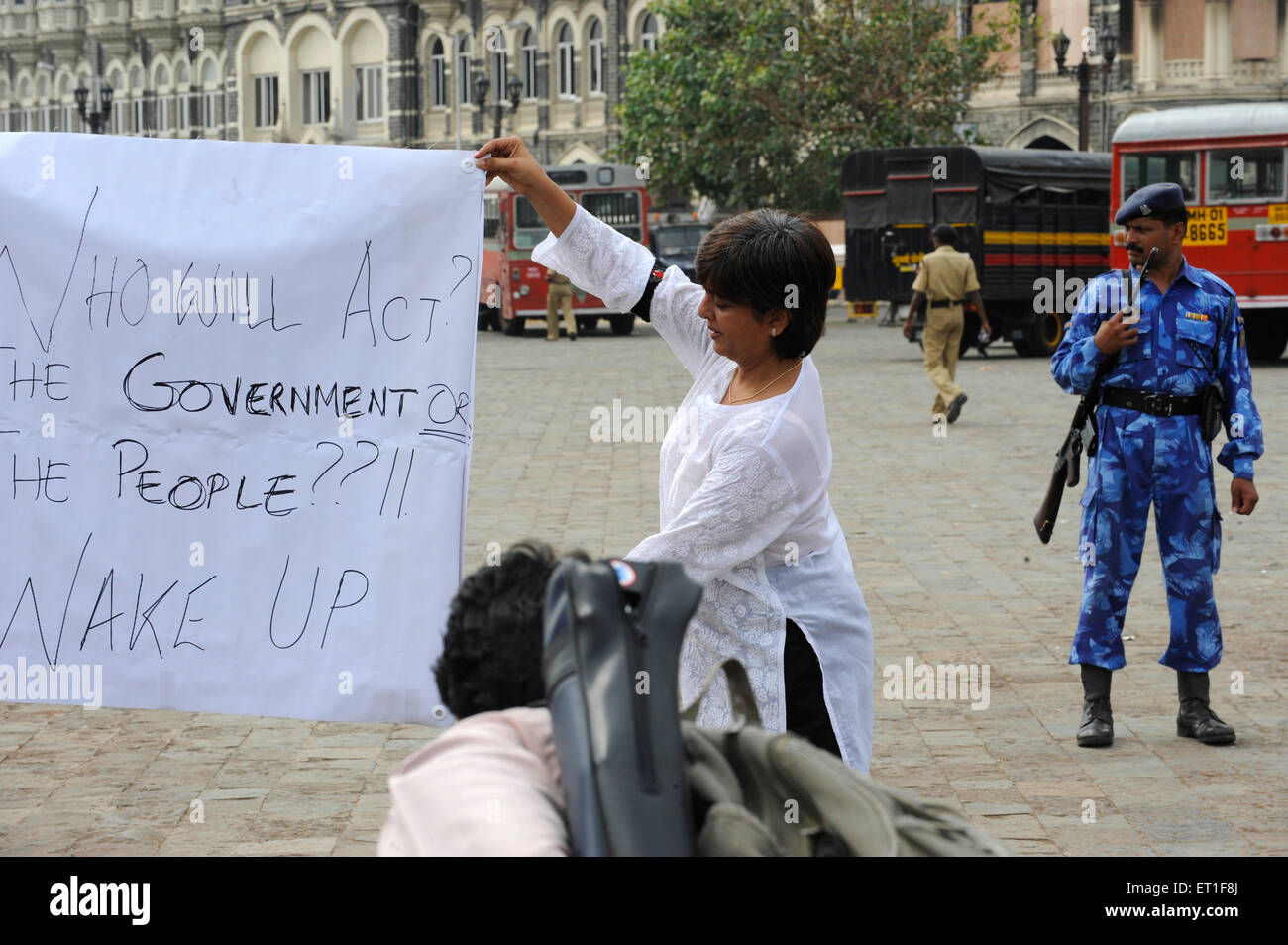 Protestor banner  Taj Mahal hotel ; after terrorist attack by Deccan Mujahedeen on 26th November 2008 in Bombay - Stock Image