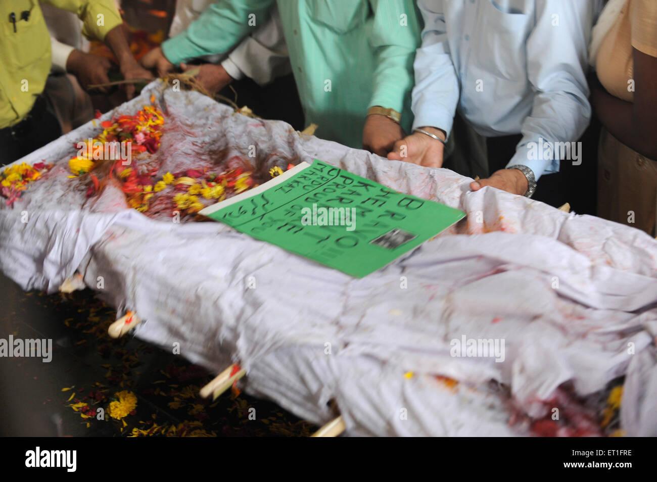 Funeral of Anti Terrorism Squad Chief Hemant Karkare killed by terrorist attack in Bombay Mumbai ; Maharashtra - Stock Image