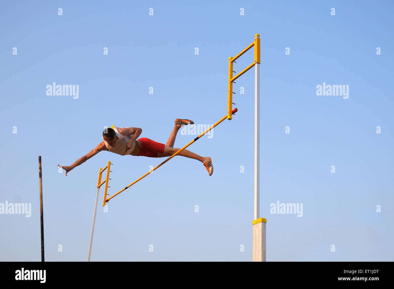 Andrew sutcliffe attempting pole vault jump ; Pune ; Maharashtra ; India 15 October 2008 NOMR - Stock Image