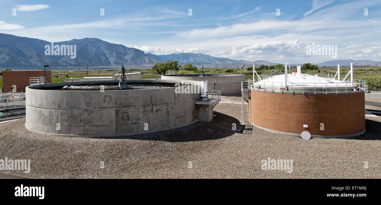 Trickling filters, anaerobic digesters, Sanitation Plant. - Stock Image