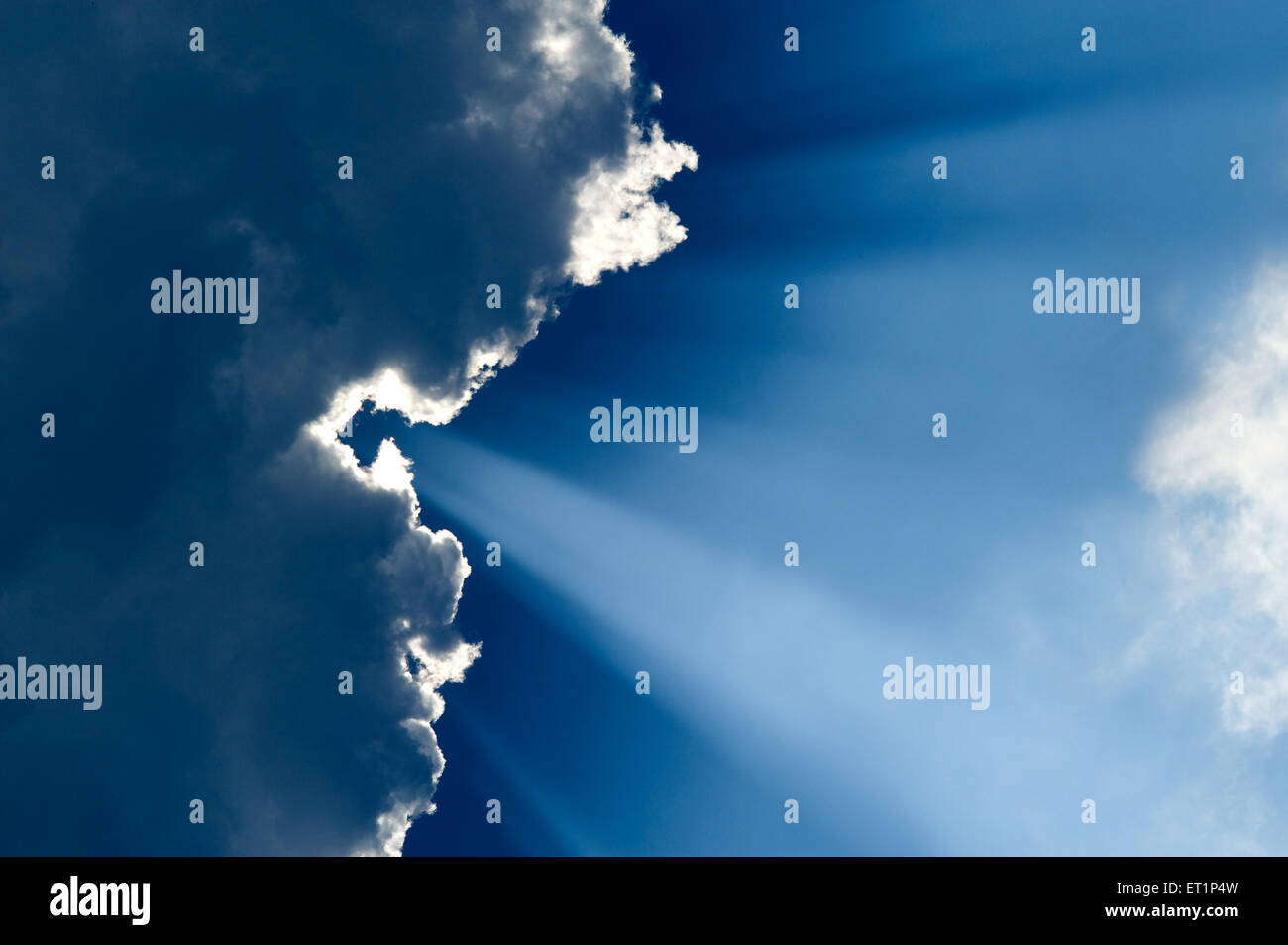 Silver line clouds and sunrays in sky - Stock Image