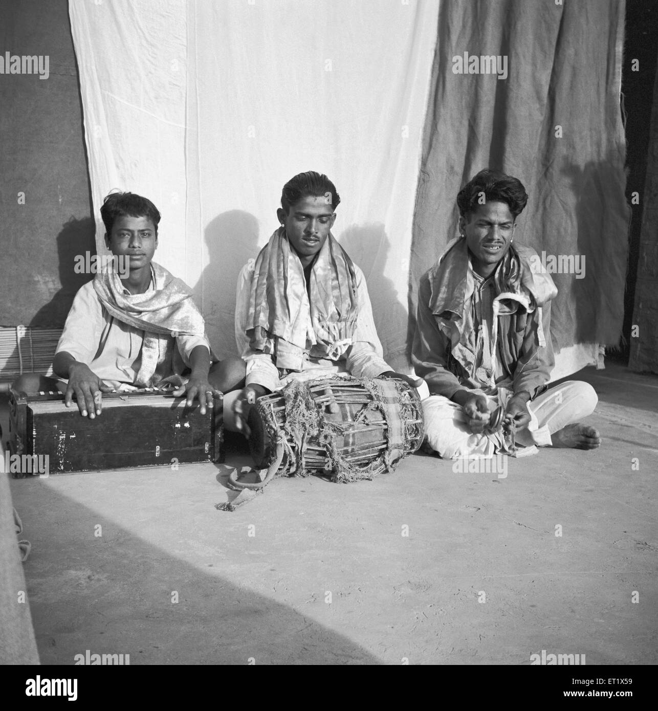 Folk singers who narrate the story puppet's shadow puppet play ; Hallare village ; Mysore district ; Karnataka ; Stock Photo