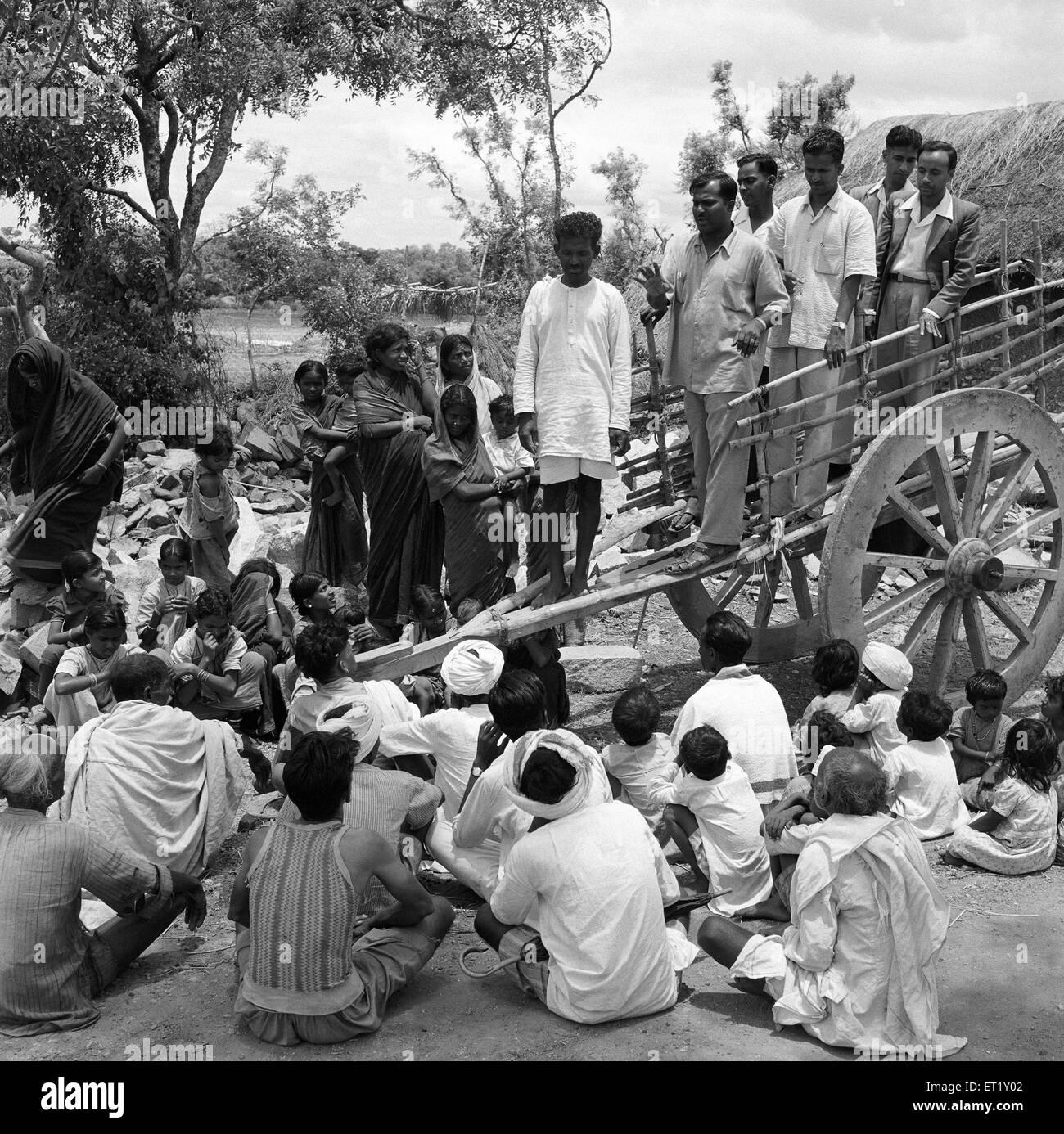 Group interaction ; VIDYAPITH is training rural youth for progressive living ; Nanjangud town near Mysore ; Karnataka - Stock Image