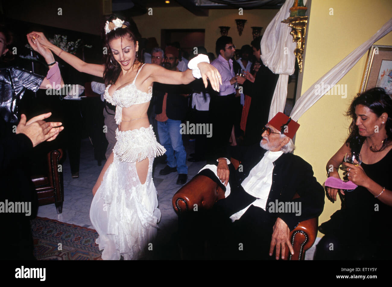 M F Hussain enjoy moves of belly dancer at birthday party India Asia - Stock Image