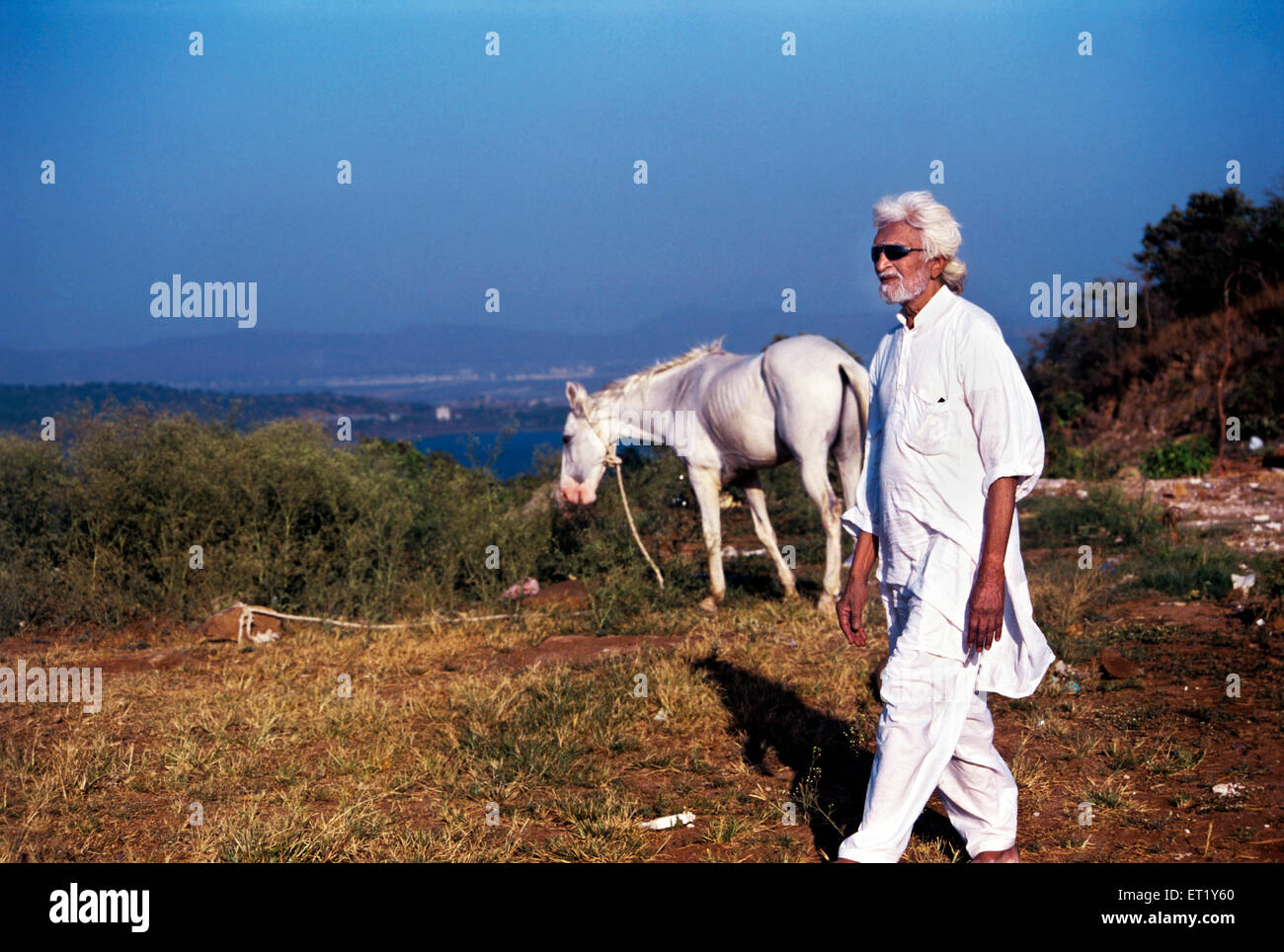 M F Husain strolling barefoot on set of autobiographical film pandharpur ka ladka India Asia - Stock Image