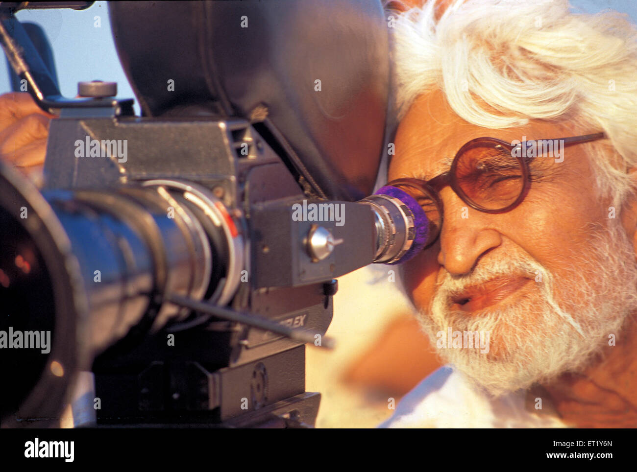 M F Hussain behind camera during shooting of film boy from pandharpur India Asia - Stock Image