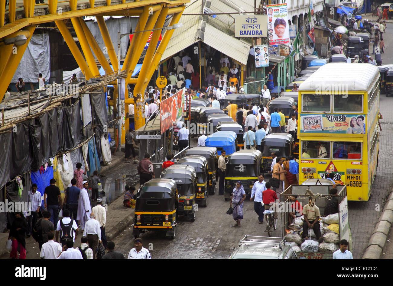 Crowd and traffic in Behram Naupada ; Anant Kanekar Marg ; Bandra ; Bombay Mumbai ; Maharashtra ; India 9 September Stock Photo