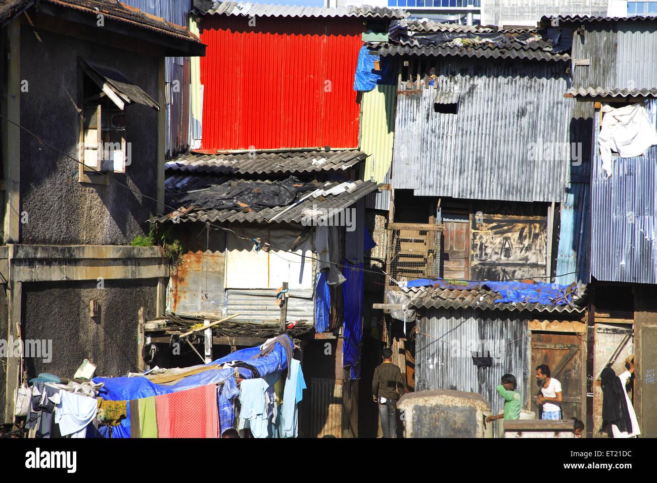 Drying cloth in slum ; Behram Naupada ; Anant Kanekar Marg ; Bandra ; Bombay Mumbai ; Maharashtra ; India 17 September - Stock Image