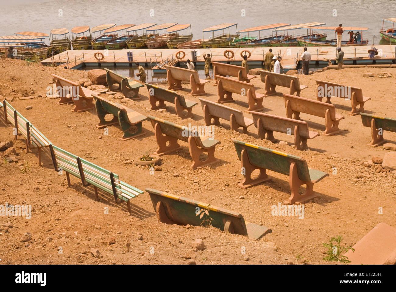 Venna lake boats and benches ; Mahableshwar ; District Satara ; Maharashtra ; India 2008 - Stock Image