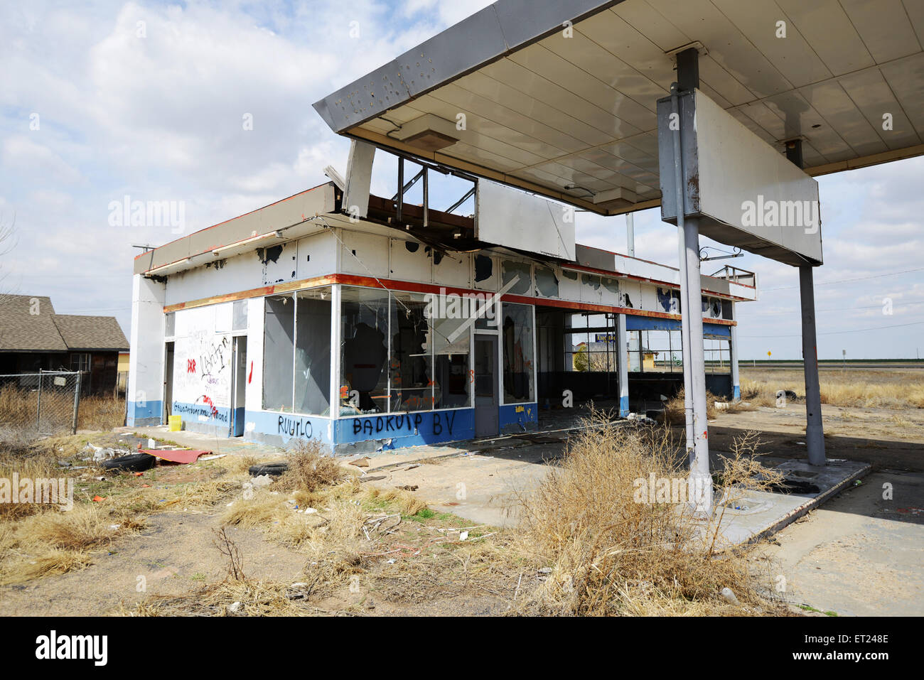 An Abandoned Gas Station On Old Route 66 In Conway Texas In The Stock Photo Alamy