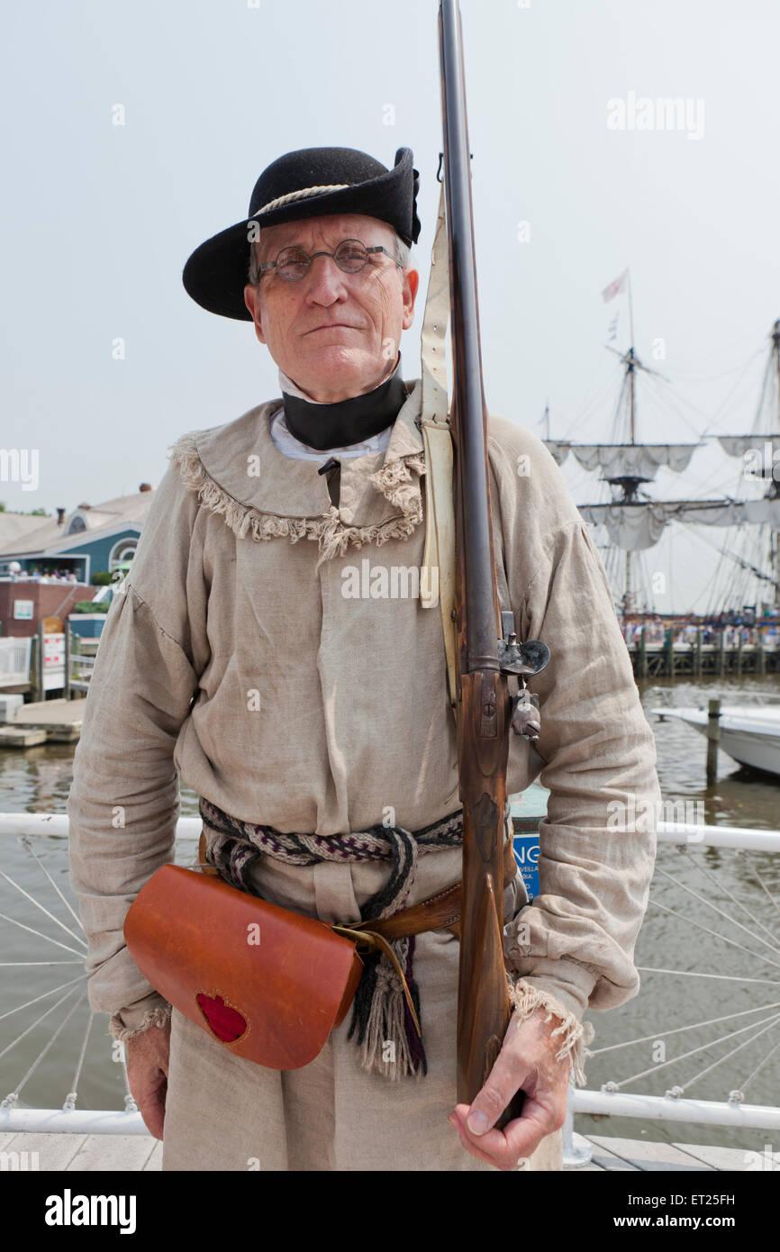 Colonial America 18th century rifleman reenactor - Alexandria, Virginia USA Stock Photo