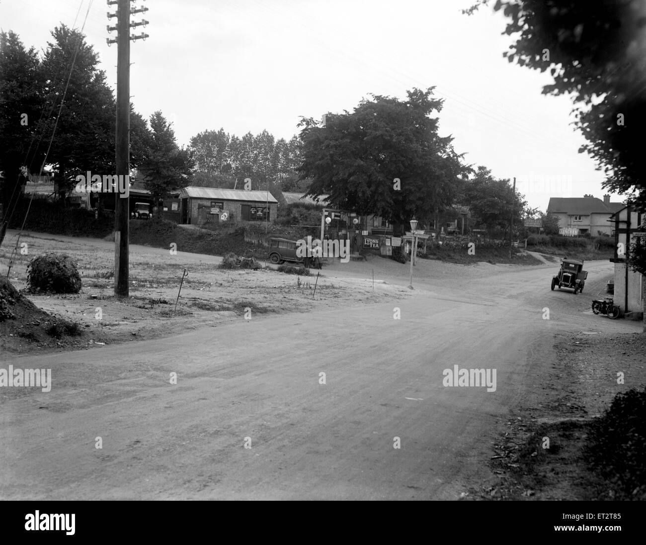 The crossroads at the Pheasant Inn Chalfont St Giles, Buckinghamshire. 17th August 1928 - Stock Image