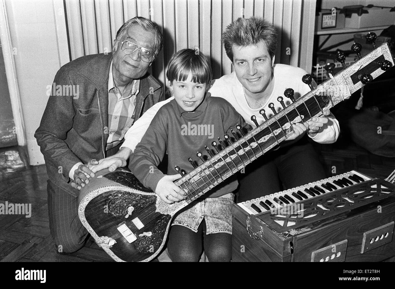 Martine Bochat (centre) gets a lesson on the sitar from Virendra Bhatt (left) and Nicholas Proctor during the Kirklees - Stock Image