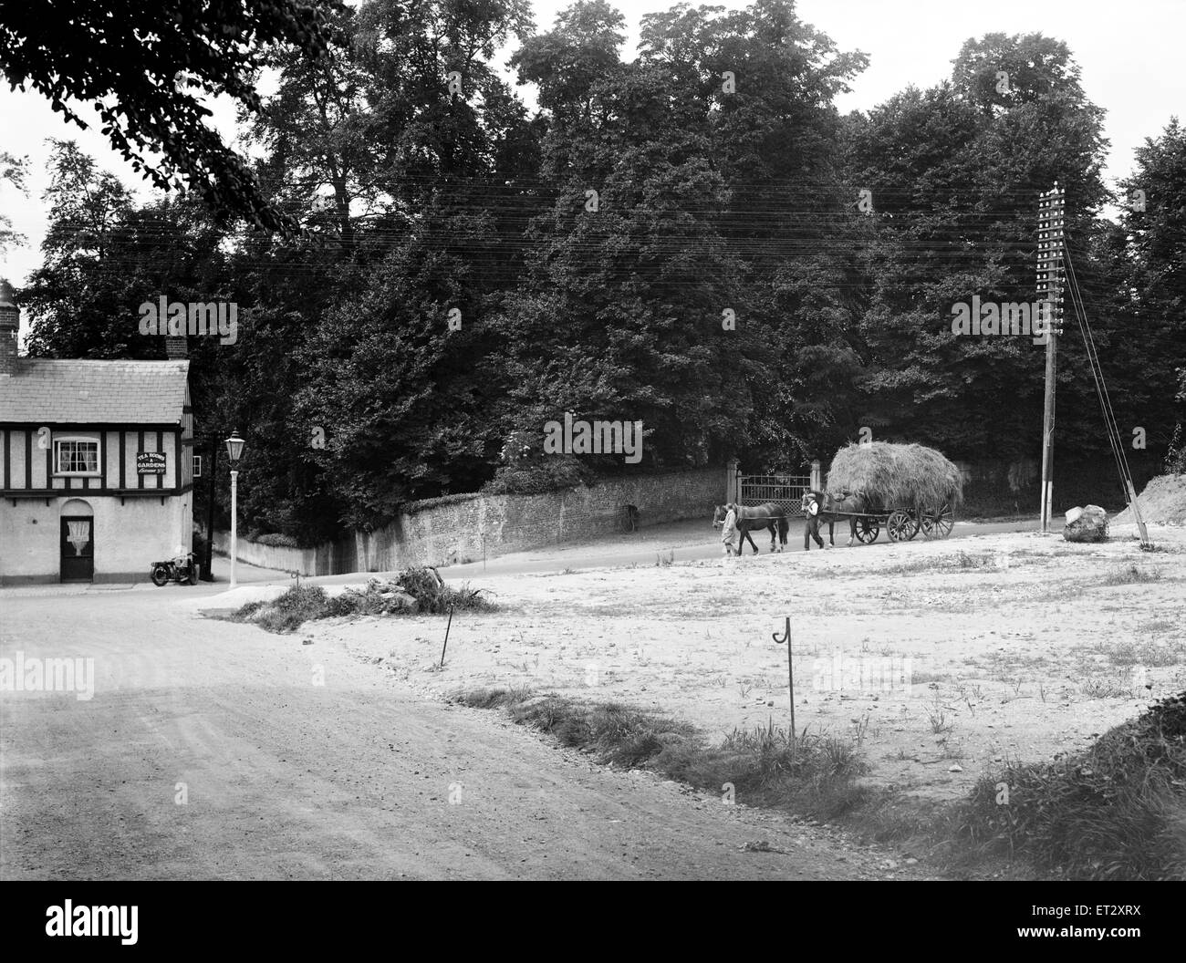 The crossroads at the Pheasant Inn Chalfont St Giles looking west from London Road, the clearance of cottage in - Stock Image
