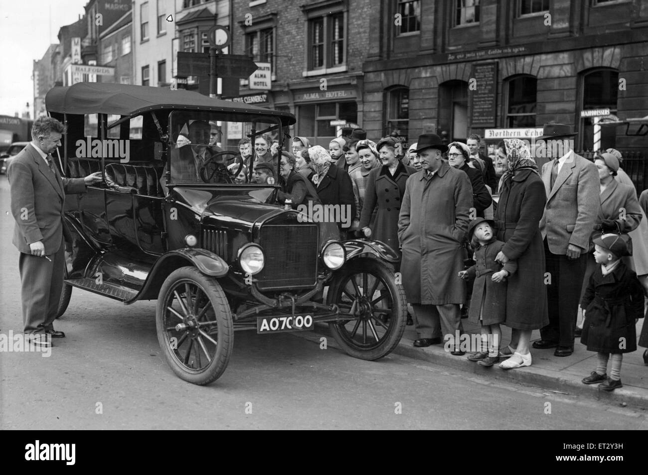 An interested crowd gathers round this T Model Ford car as it pulls up in Stockton High Street, before going to - Stock Image