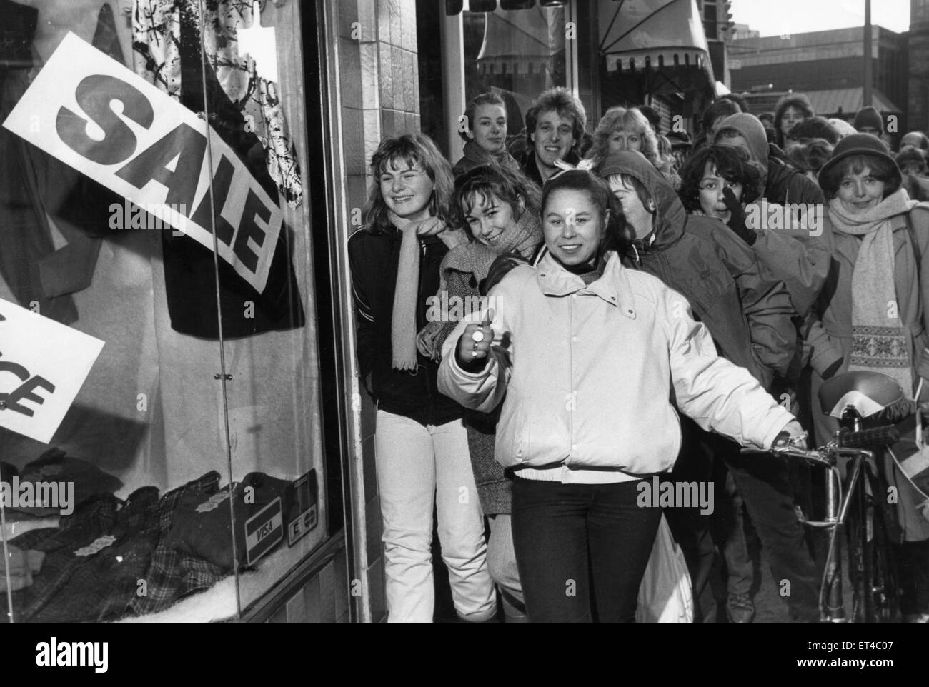 Post Christmas Sales Liverpool 1985. Dionne Omar heads the bargain hunters outside Girls Talk in Church Street, - Stock Image