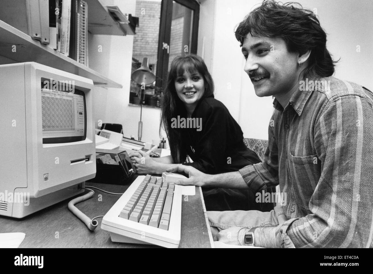 1980s Computing. Computer textile designers Yvonne Robertson an d Nairish Nash with their Apple Mac  computer. 30th - Stock Image