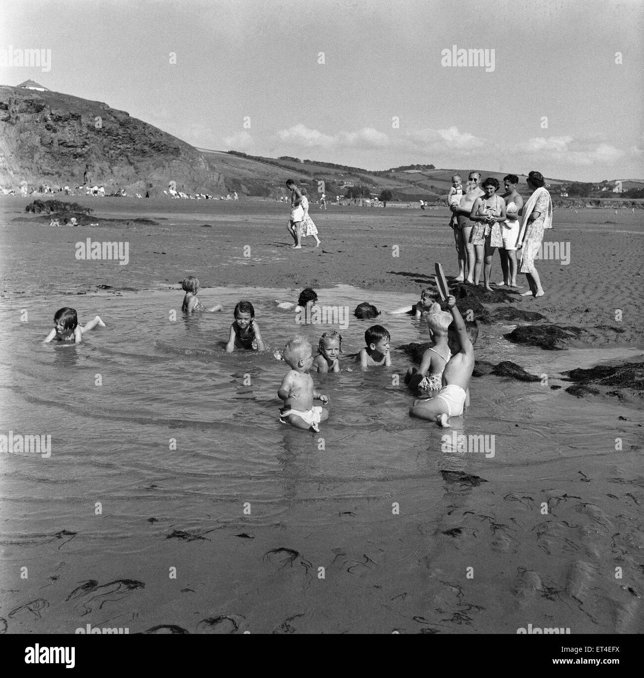 Holidaymakers on Bigbury Beach, south Devon. 28th August 1952. - Stock Image