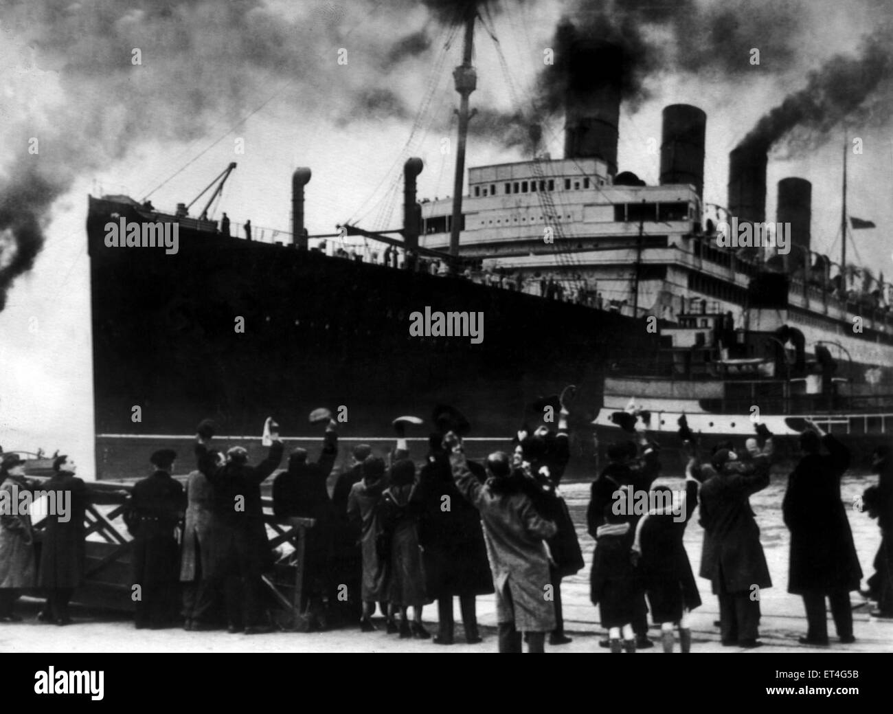 Dockside watchers wave goodbye to the 45,000 ton liner Aquitania as she leaves Southampton dockers on her final - Stock Image