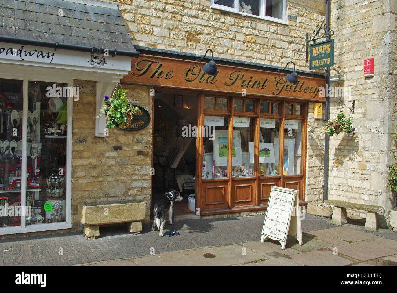 The Old Print Gallery, a shop in a precinct off the High Street in the Cotswolds village of Broadway - Stock Image