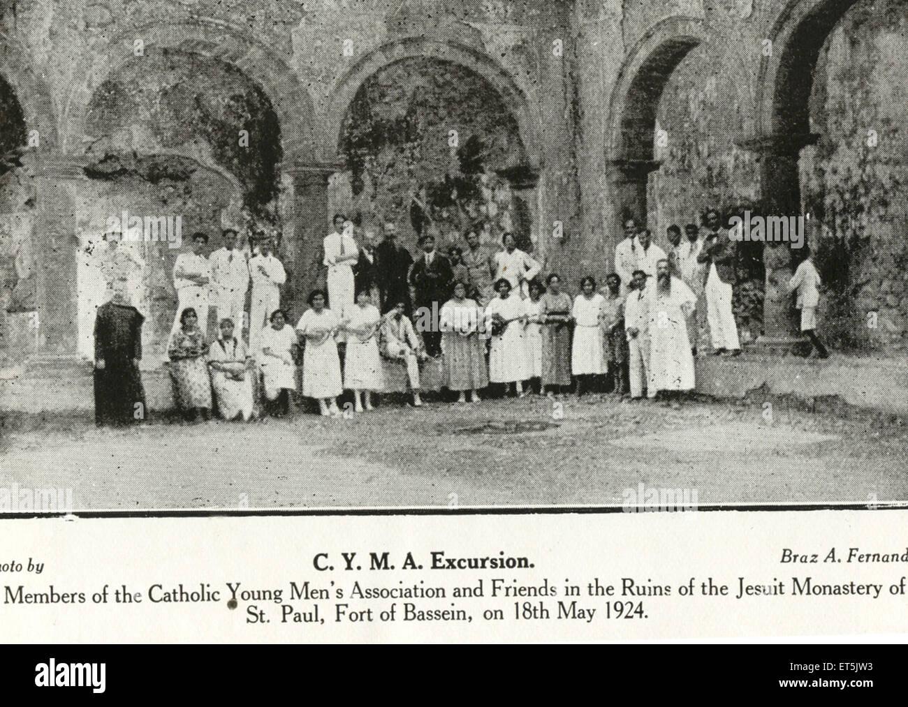 Catholic community excursion members of catholic young men's association Jesuit monastery of Bassein Vasai ; - Stock Image