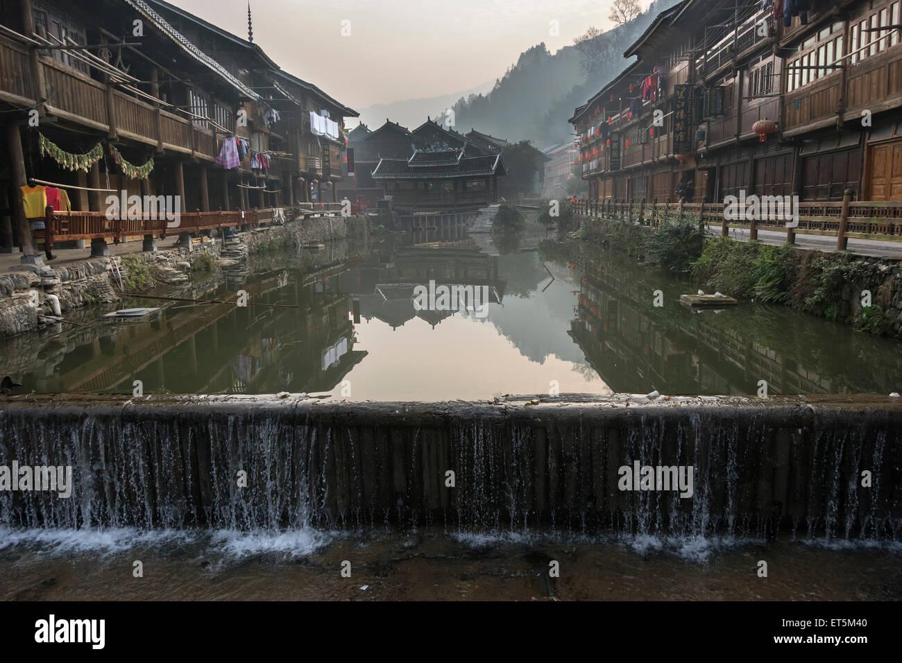 Dong houses on the Nanjiang river, Zhaoxing Dong Village, Guizhou Province, China Stock Photo