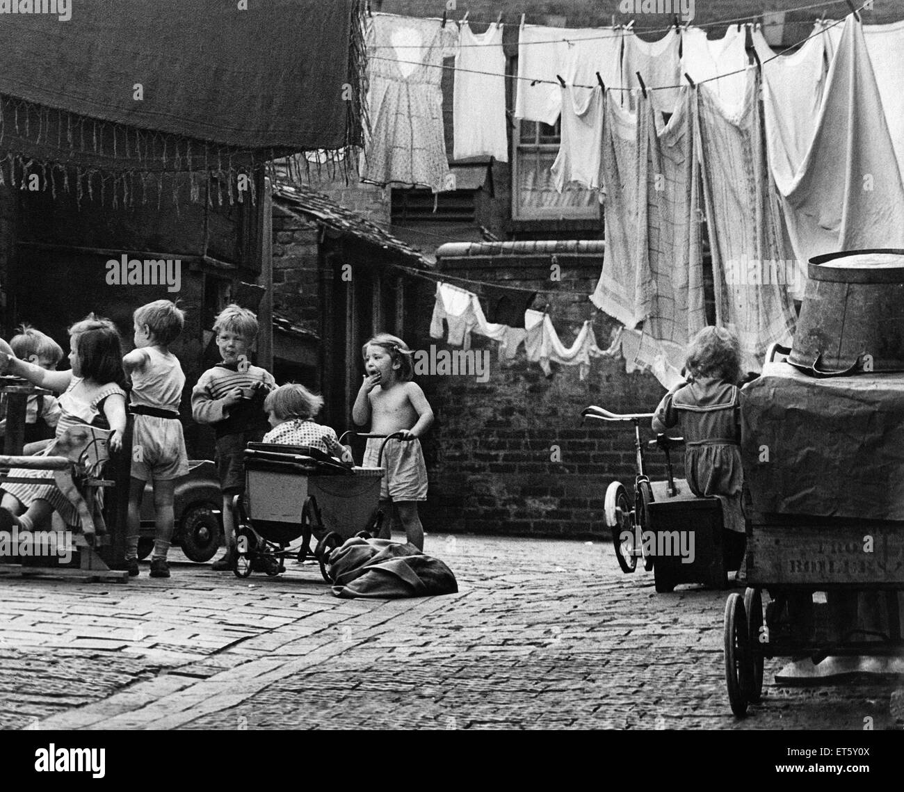 Slum Housing 1950s Stock Photos & Slum Housing 1950s Stock