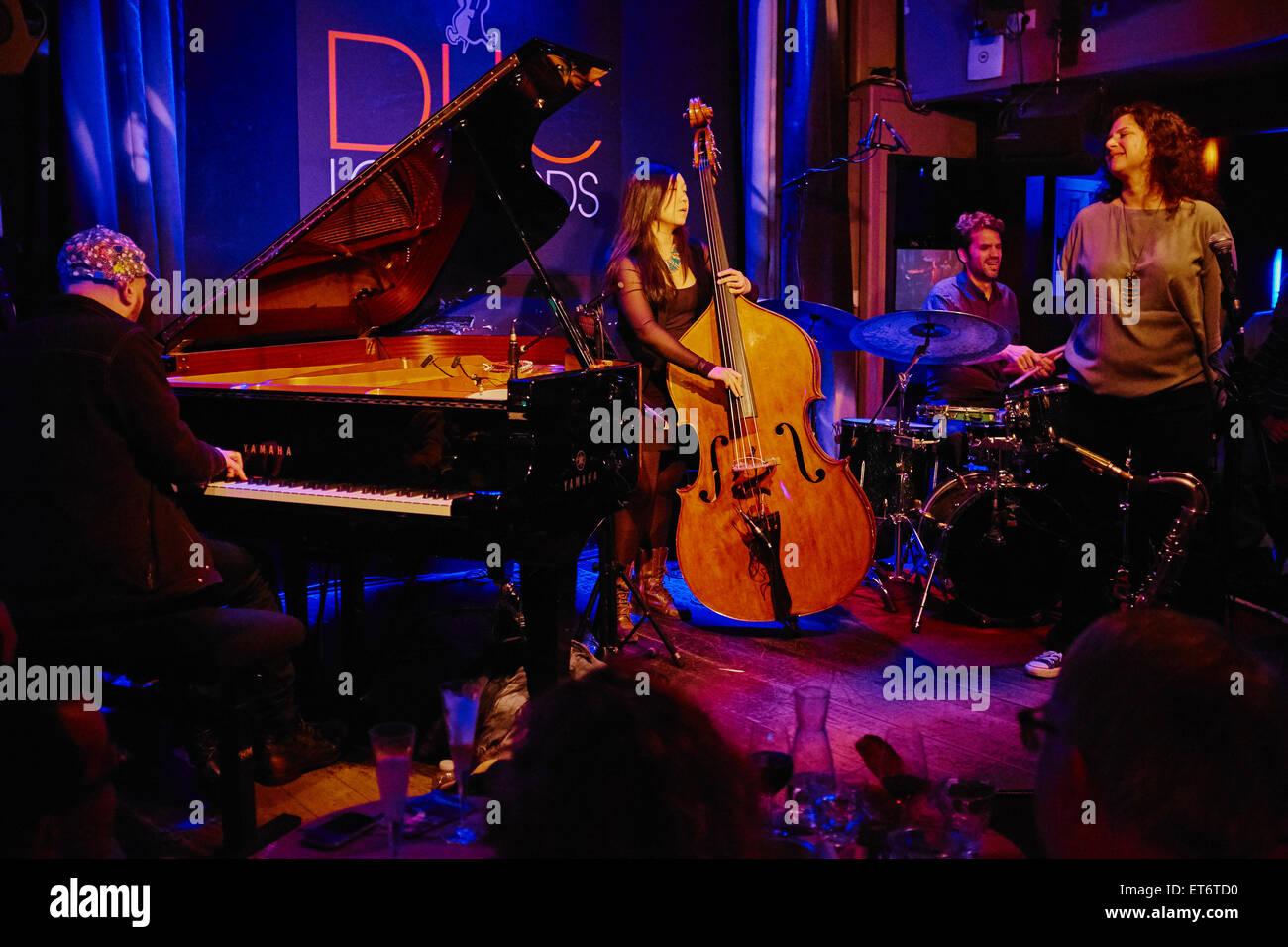 France, Paris (75), le club de jazz le Duc des Lombards, 42 rue des lombards, 75001 Paris, concert de Anat Cohen - Stock Image