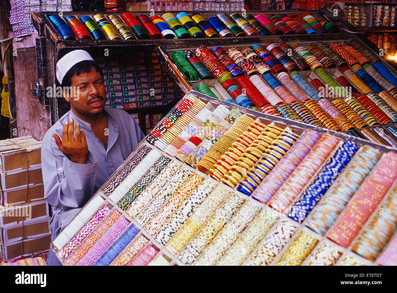 Muslim man selling bangles in an Indian street ( India) - Stock Image