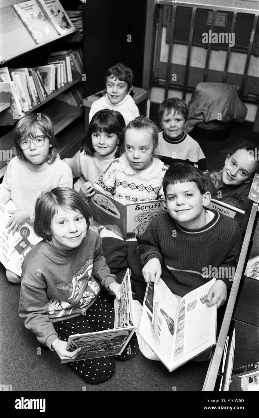 Bookworms Jennifer Shuttleworth, seven (left) and Andrew Parker, also seven, delve into the world of children's Stock Photo