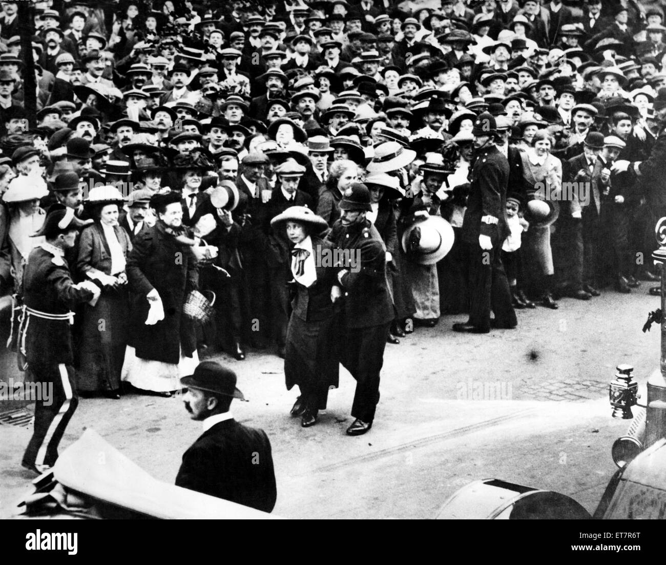 Young Suffragette, Mary Phillips, being dragged away by police after she threw flour at the Prime Minister, Mr Asquith, - Stock Image