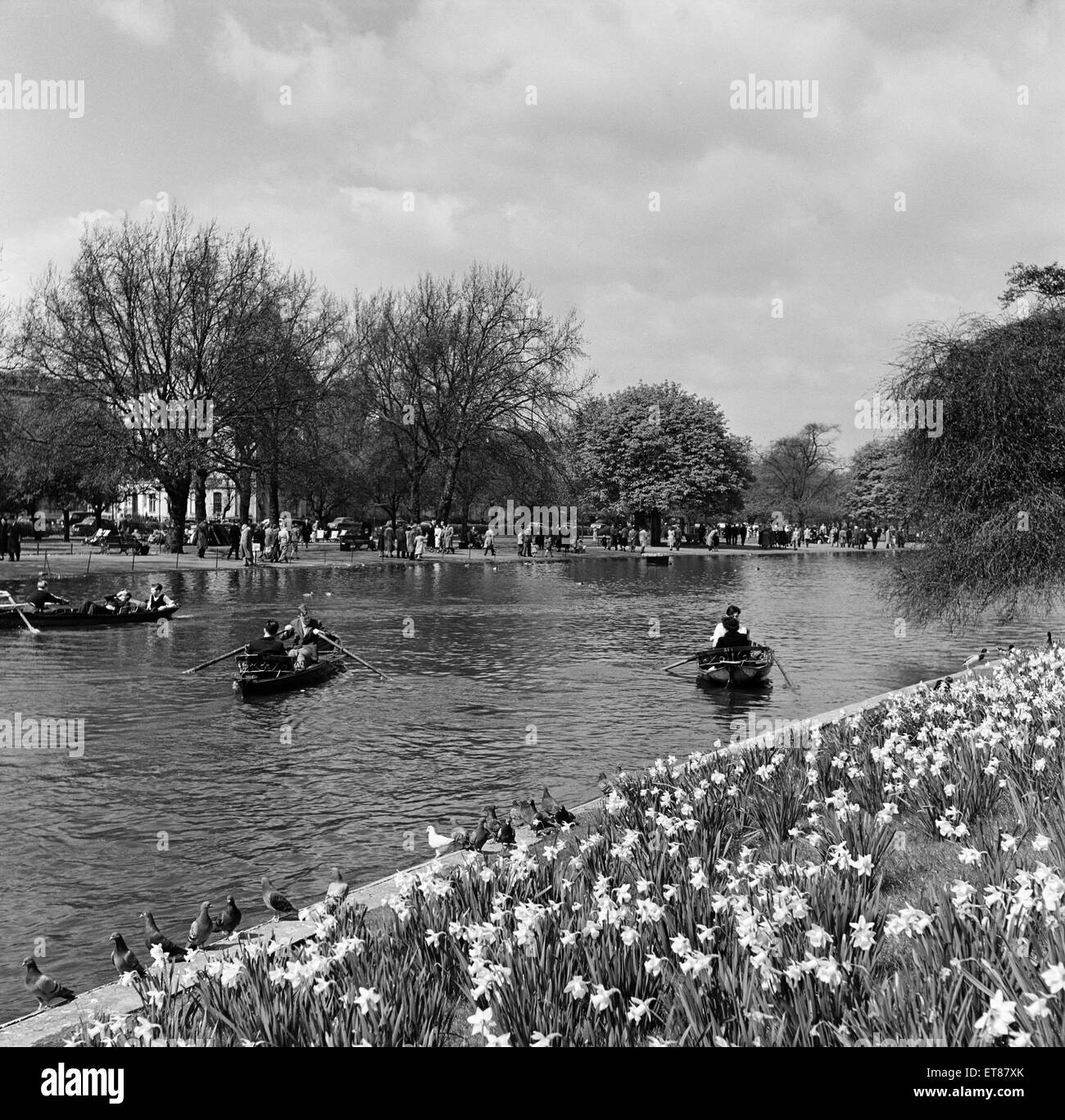 People enjoying a day out in Regents Park, London. 23rd April 1954. Stock Photo