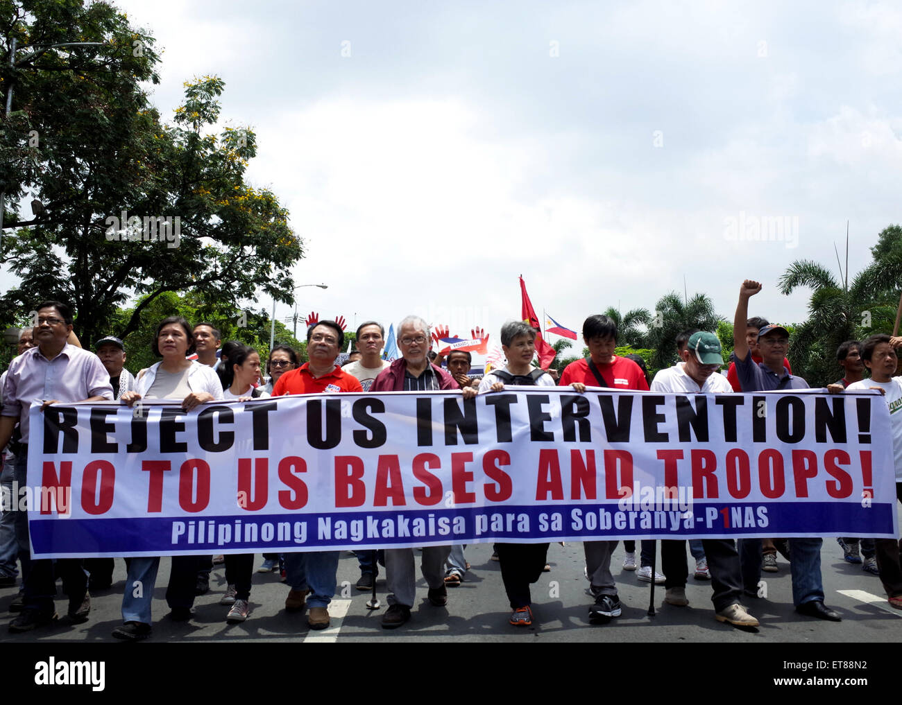 Manila, Philippines. 12th June, 2015. Filipino former senator Rene Saguisag, fifth from left, marches towards US - Stock Image