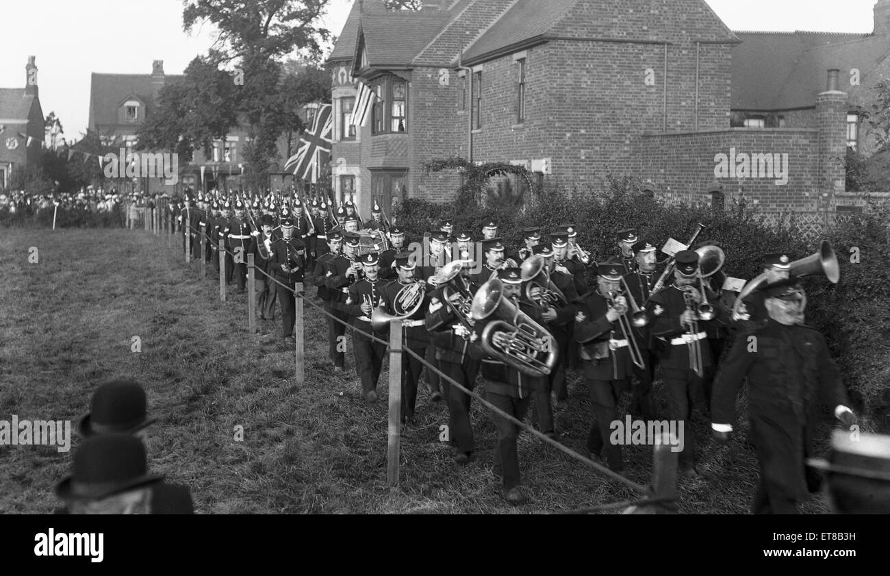 Nuneaton volunteers march off behind the battalion band of the Royal Warwickshire Regiment. Circa 1895 - Stock Image