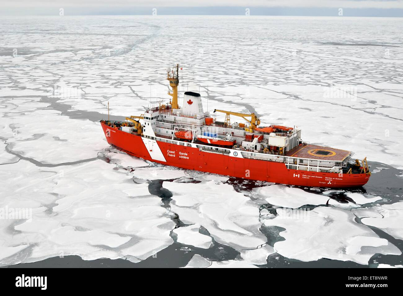 US Coast Guard Cutter Healy breaks ice September 5, 2009 in the Arctic. The Healy is the newest and most technologically - Stock Image