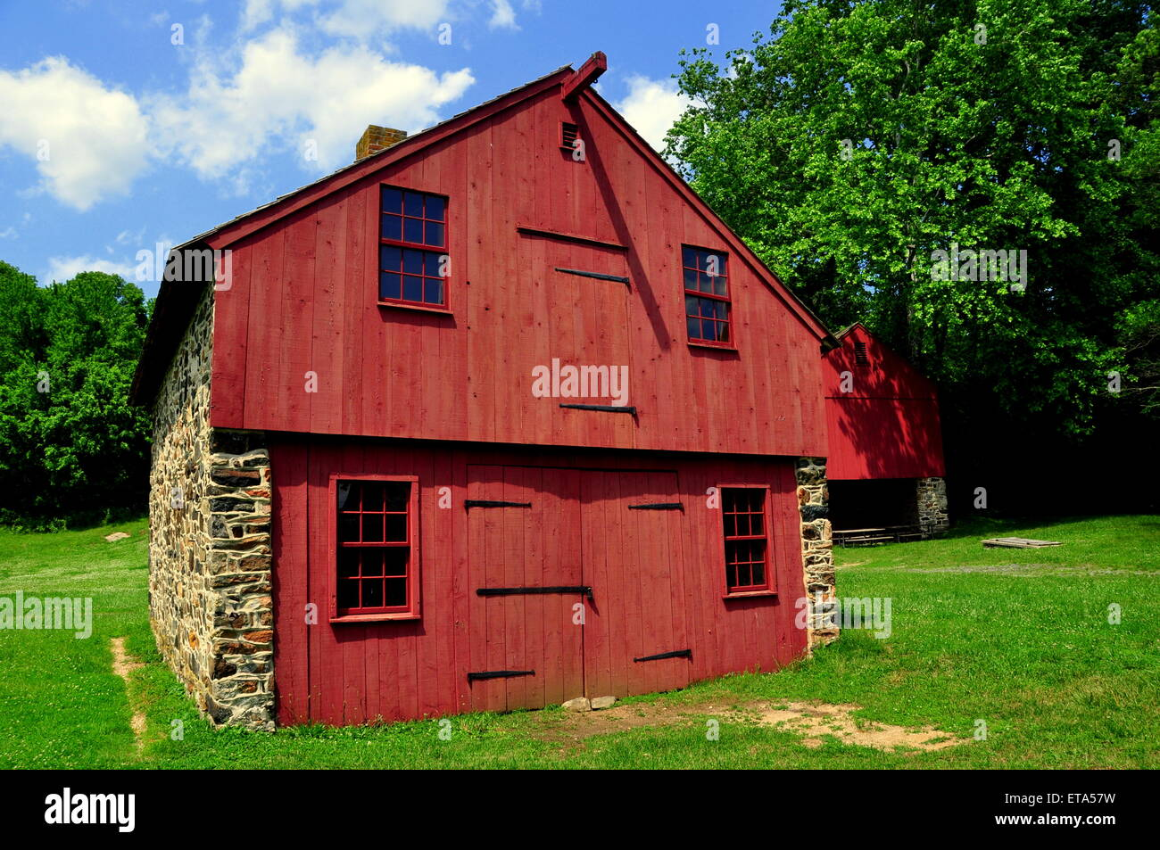 Chadds Ford, Pennsylvania:  Fieldstone and wooden barns at the Gideon Gilpin House in Brandywine Battlefield - Stock Image