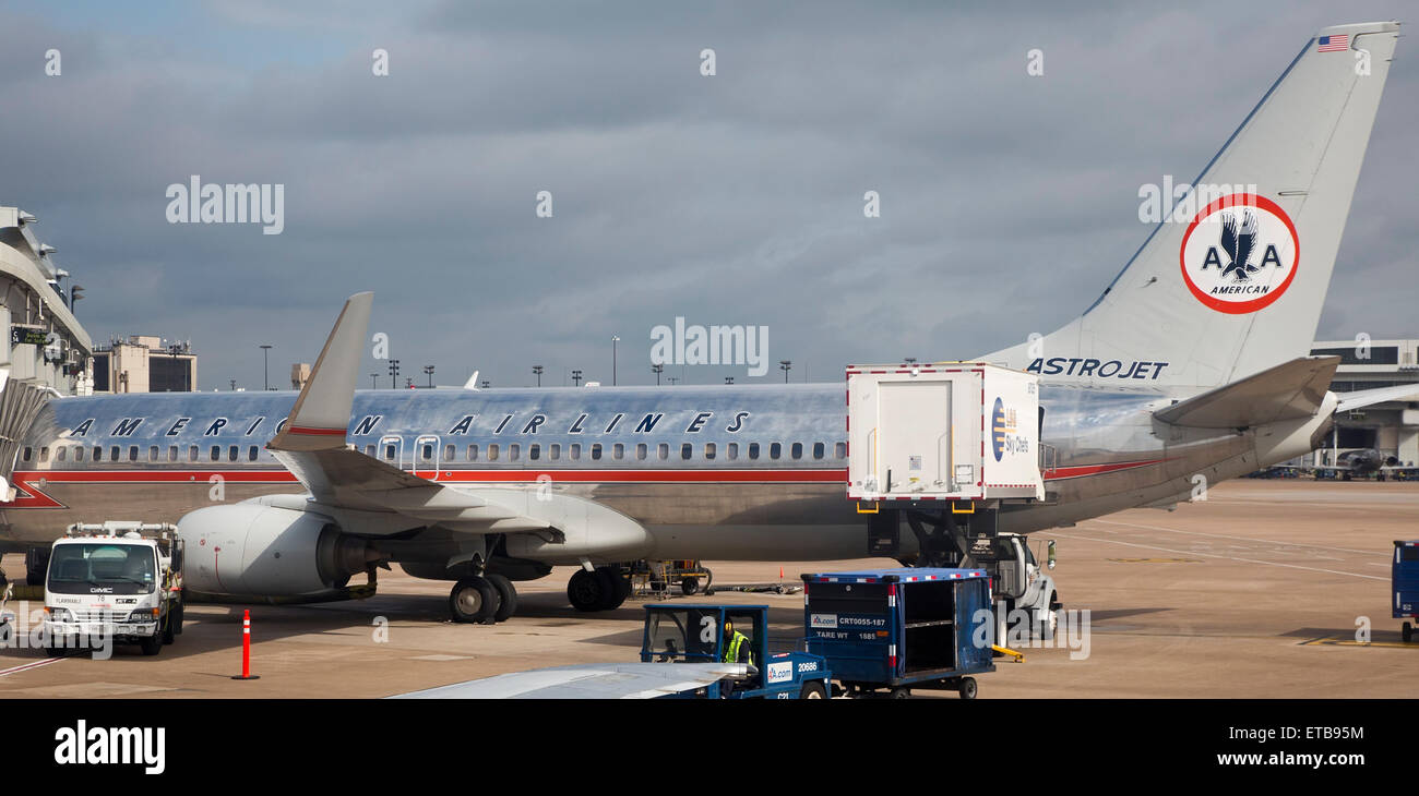 Dallas/Fort Worth International Airport, Texas - An American Airlines jet at DFW, painted with the airline's - Stock Image