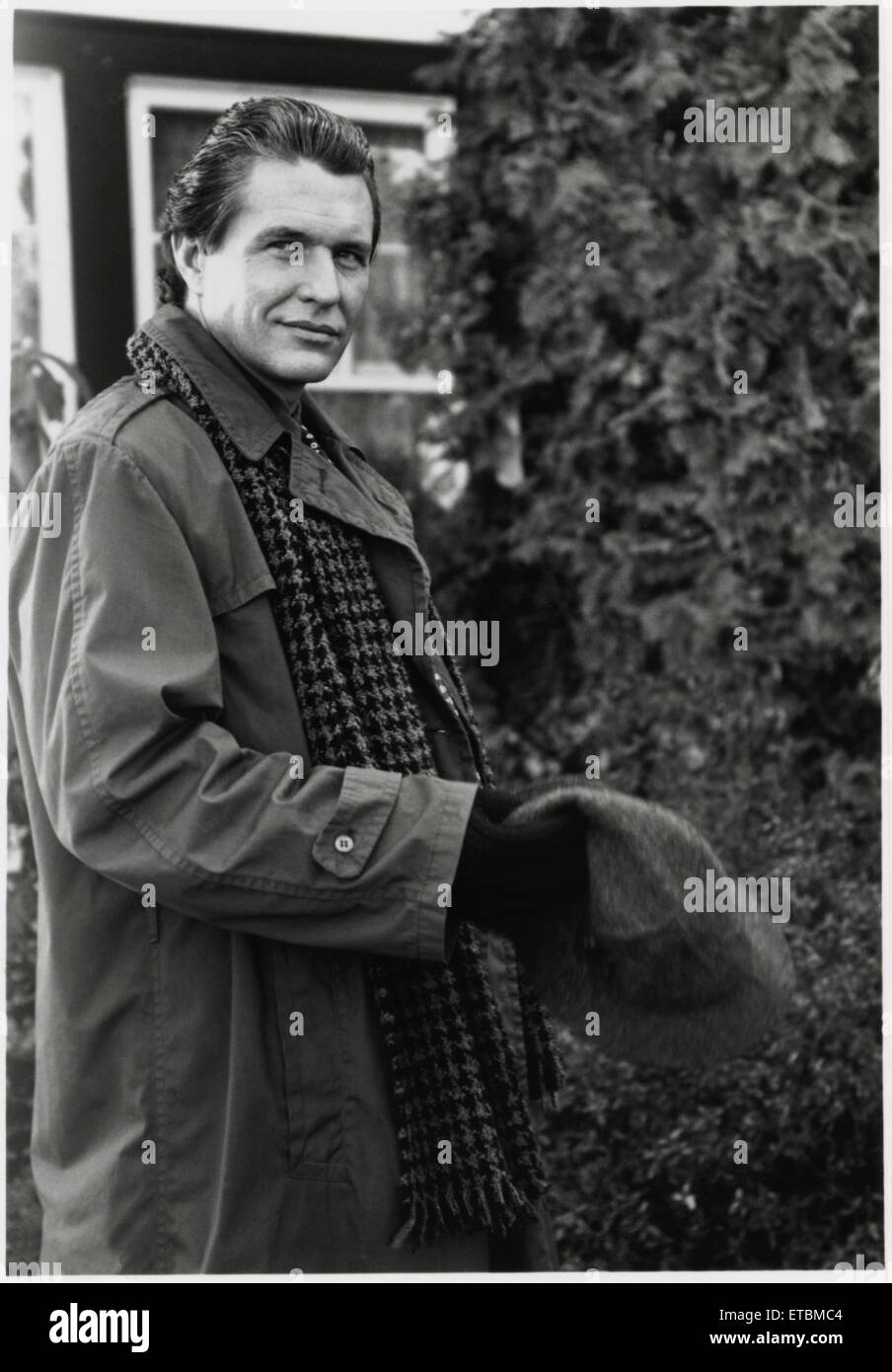 """Tom Berenger, on-set of the Film """"Love at Large"""", 1990 - Stock Image"""