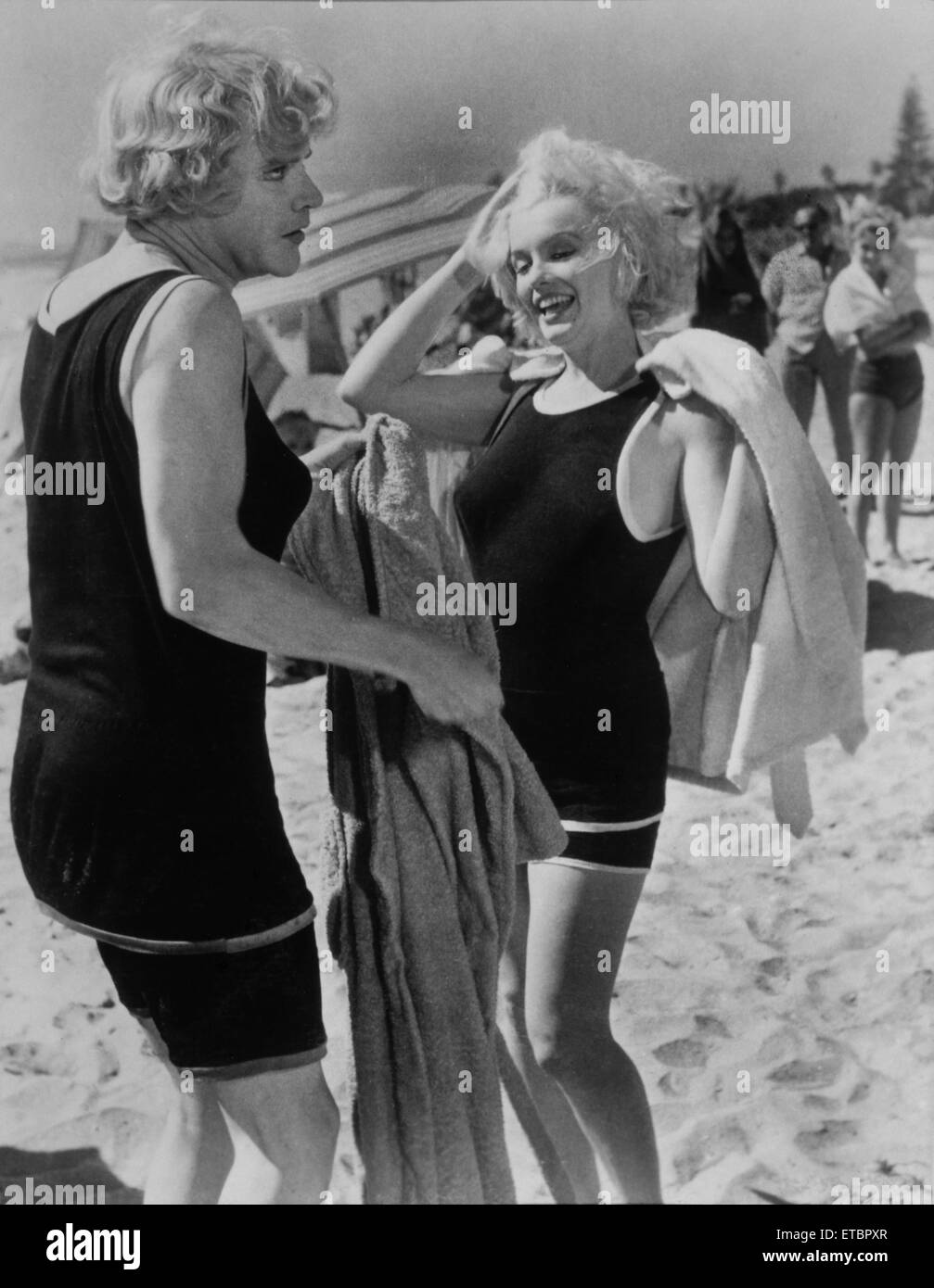 Tony Curtis, Marilyn Monroe, on-set of the Film 'Some Like it Hot', 1959 - Stock Image