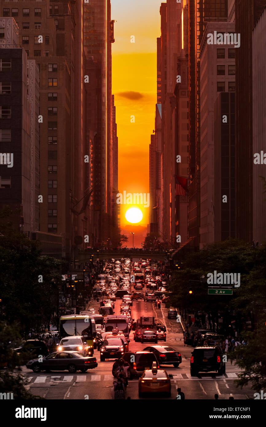 Manhattanhenge in New York City, along the 42nd street - Stock Image