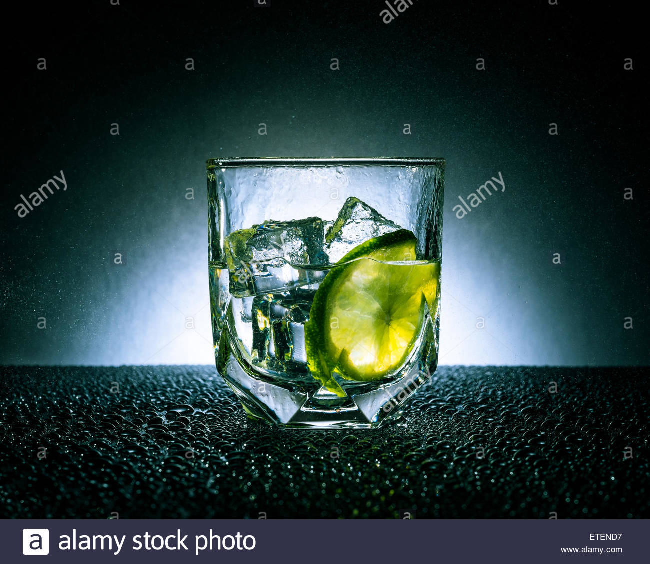Ice cold gin & tonic with a slice of lime - Stock Image