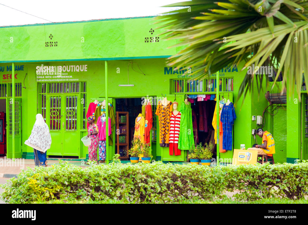Street scene with brightly painted boutique, Nyamirambo, Kigali, Rwanda - Stock Image