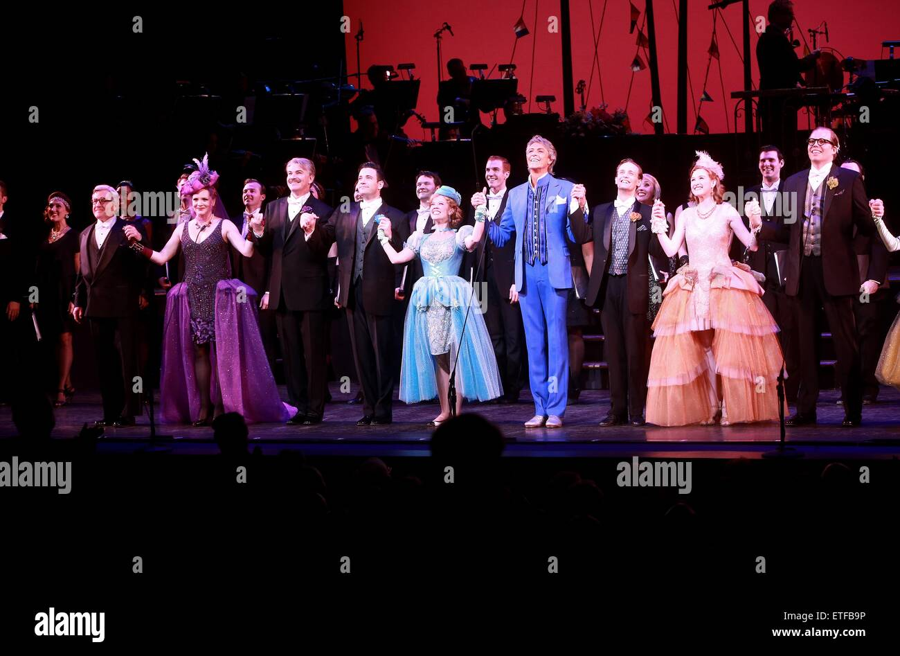 Closing night curtain call for Encores! production of Lady Be Good at NY City Center.  Featuring: Richard Poe, Jennifer - Stock Image