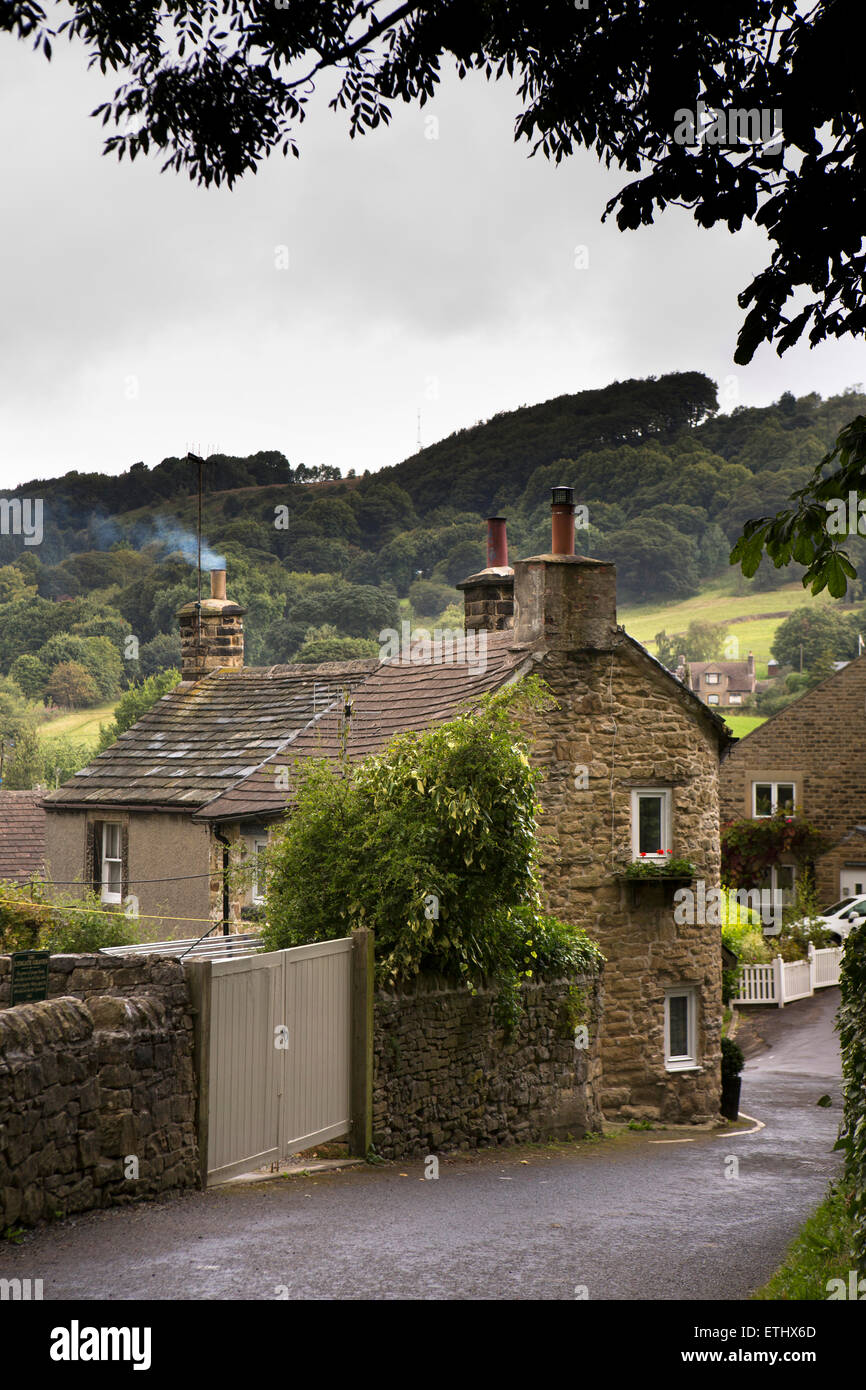 UK, England, Derbyshire, Eyam, Lydgate, old stone cottages - Stock Image