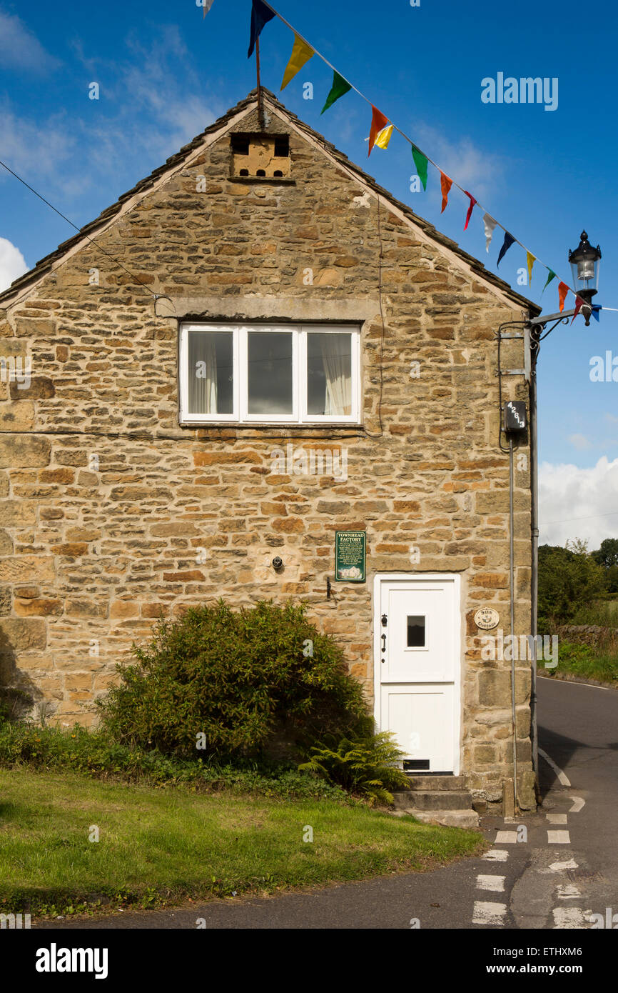 UK, England, Derbyshire, Eyam, Townhead, Ralph Wain's1735 silk weaving factory, with dovecote in gable wall to send - Stock Image