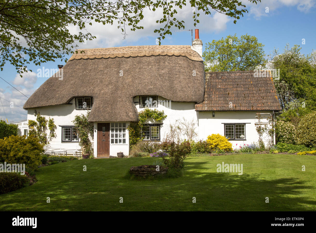 Thatched attractive country cottage, Cherhill, Wiltshire, England, UK - Stock Image
