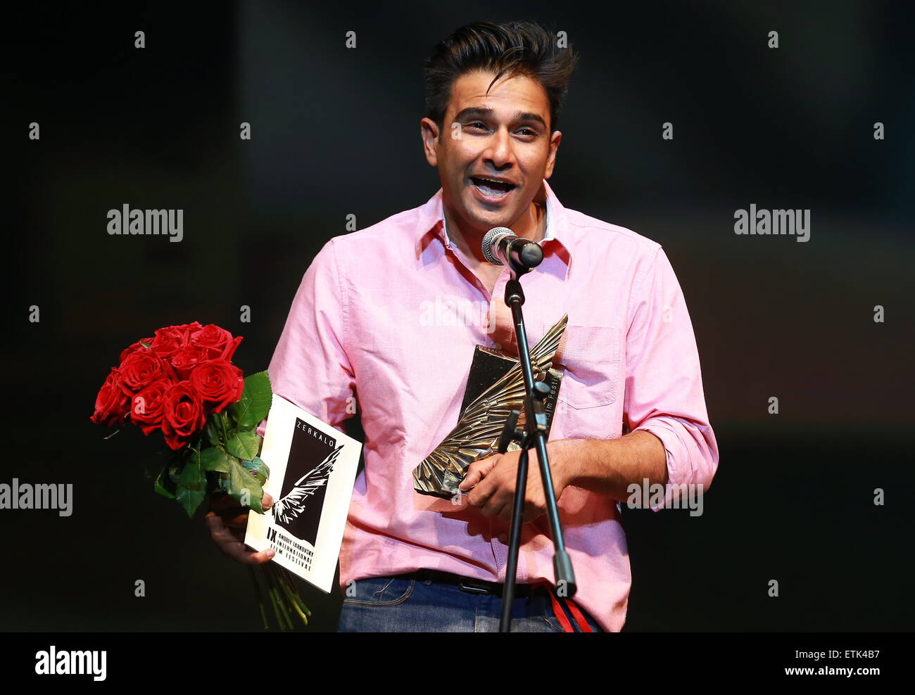 IVANOVO REGION, RUSSIA. JUNE 14, 2015. Actor Vivek Gomber receives the Audience award for Indian director Chaitanya - Stock Image