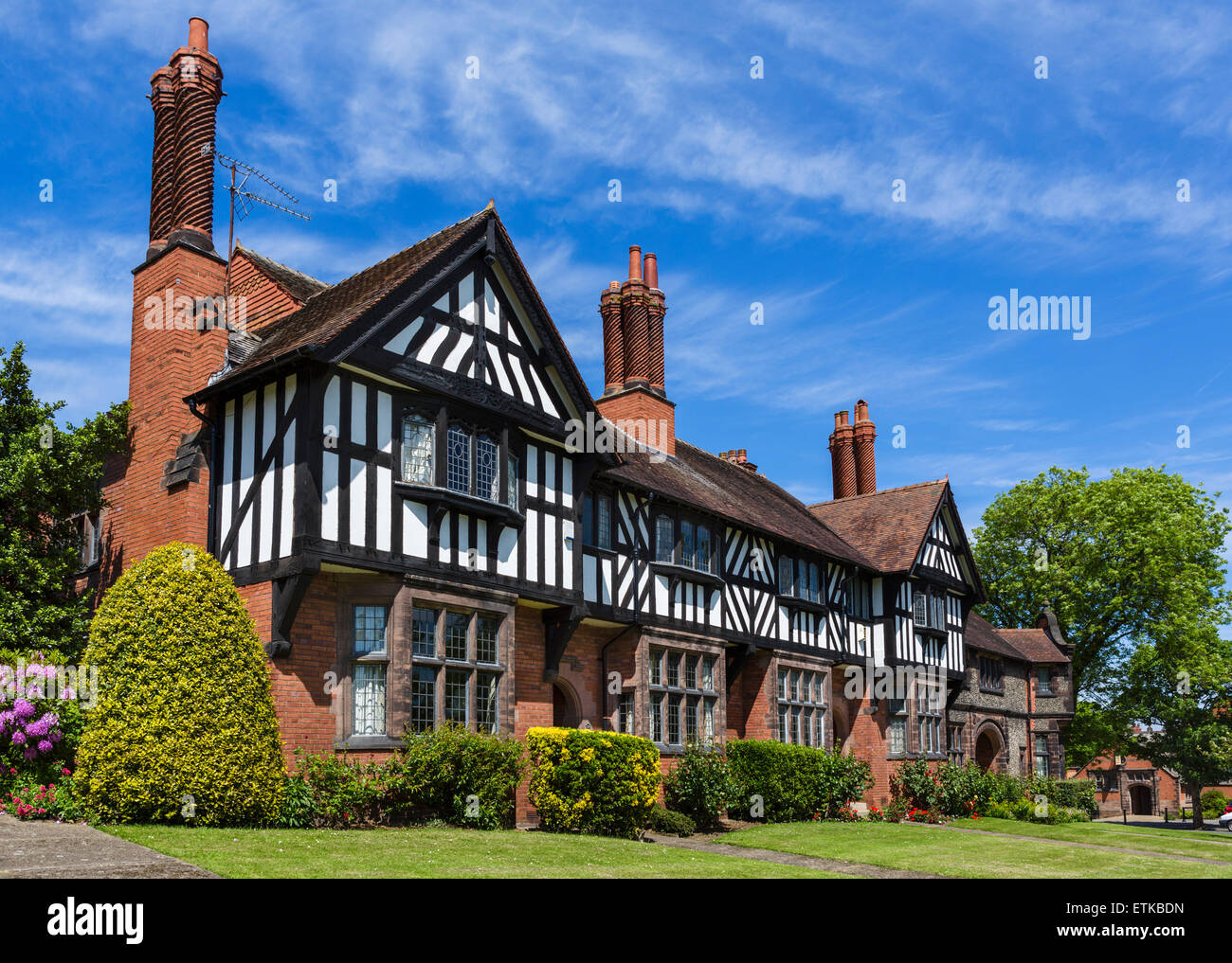 Houses on Park Road in the model village of Port Sunlight, Wirral Peninsula, Merseyside, England, UK - Stock Image