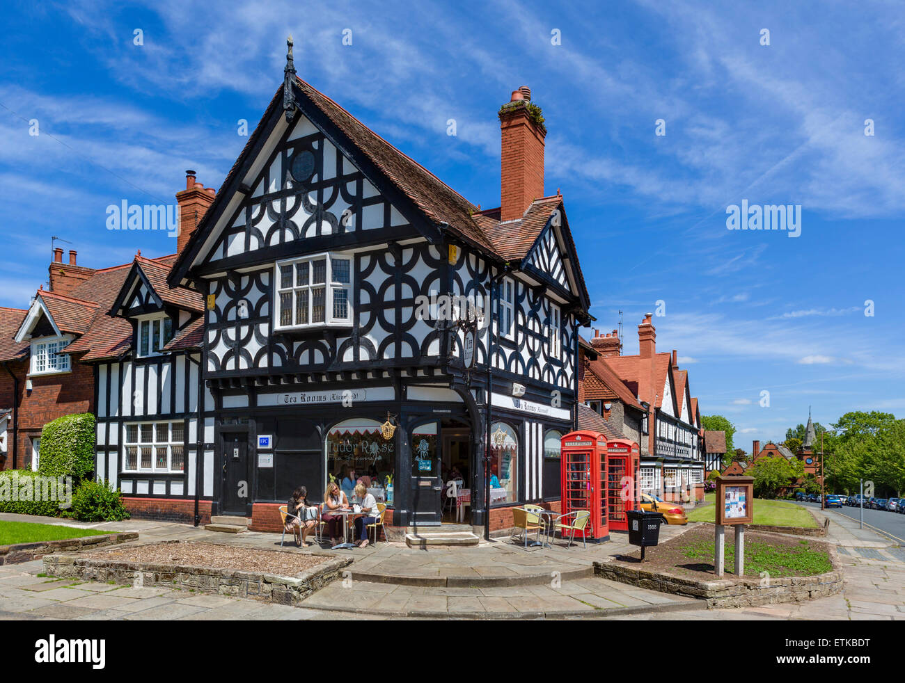 Tudor Rose Tea Rooms and houses in the model village of Port Sunlight, Wirral Peninsula, Merseyside, England, UK - Stock Image